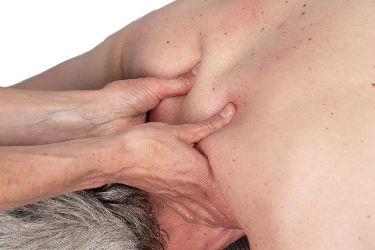 Massage bij vastzittende nekspieren