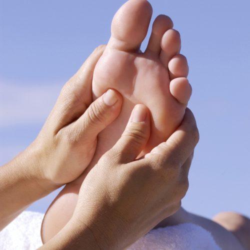foot-massage-1428388-1279x1917